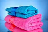 Blue and pink towels on blue background — Stockfoto