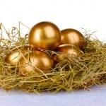 Golden eggs in nest — Stock Photo #6791242