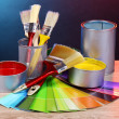 Open cans with bright colors, brushes and palette on wooden table — Foto Stock