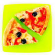 Pizza with olives and tomatoes closeup on green plate — Stock Photo