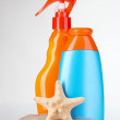Sunblock in bottles and starfish — Stock Photo
