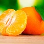 Сочных спелых мандарины с гвоздикой — Стоковое фото