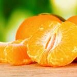 sappige rijp mandarijnen met kruidnagel — Stockfoto