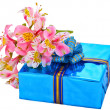 Beautiful gift and flowers — Stock Photo