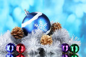 Lindas bolas de Natal, cones — Fotografia Stock