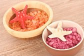 Seastar and aromatic salt in bowl — Stock Photo