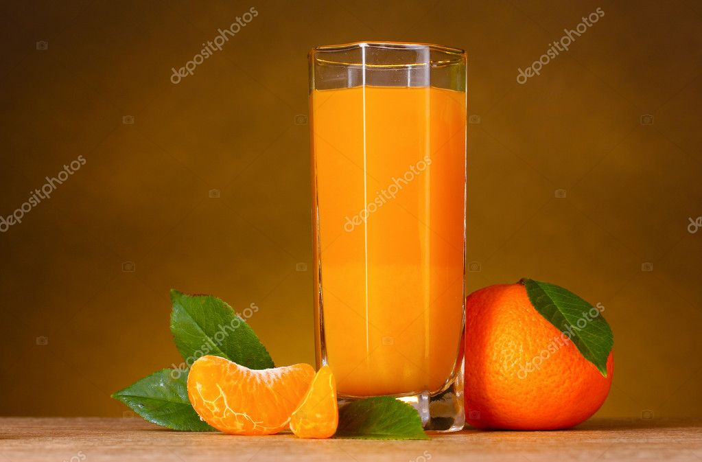 Glass of healthy fresh juice of mandarins on brown background — Stock Photo #6795745