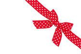 虚线的红丝带和孤立在白色背景上的蝴蝶结 — 图库照片