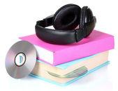 Casque sur les livres et disques — Photo