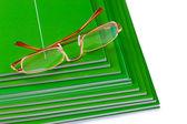 Wiele czasopism i okulary — Zdjęcie stockowe