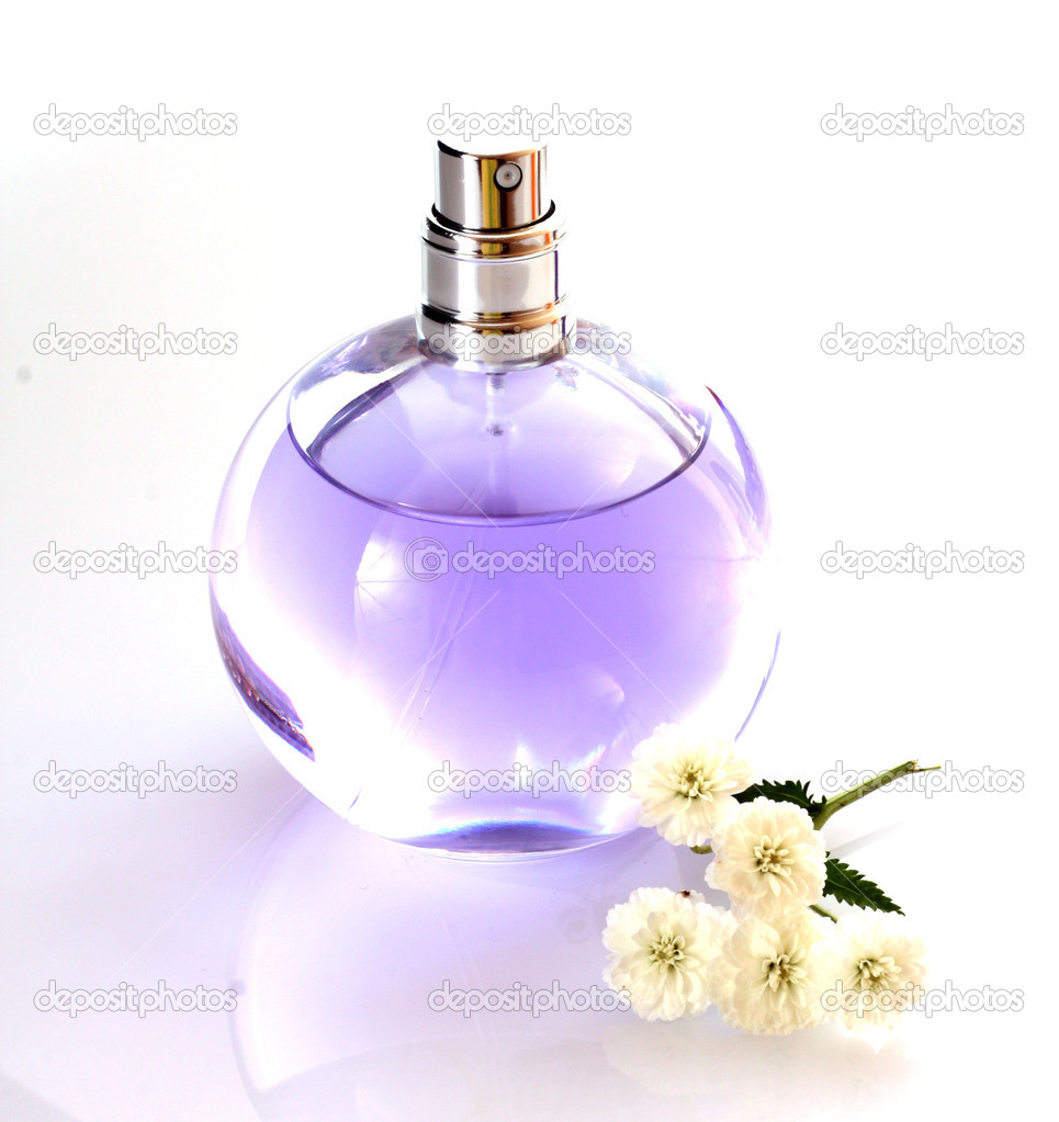 Perfume bottle on white backgroun — Stock Photo #7287051