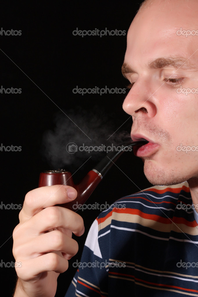 Young man smoking tobacco pipe — Stock Photo #7293729