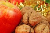 Apfel und nüsse - weihnachten zurück — Stockfoto