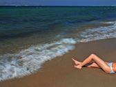 Beine eines mädchen und surf — Stockfoto