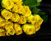 Yellow roses on the black — Stock Photo