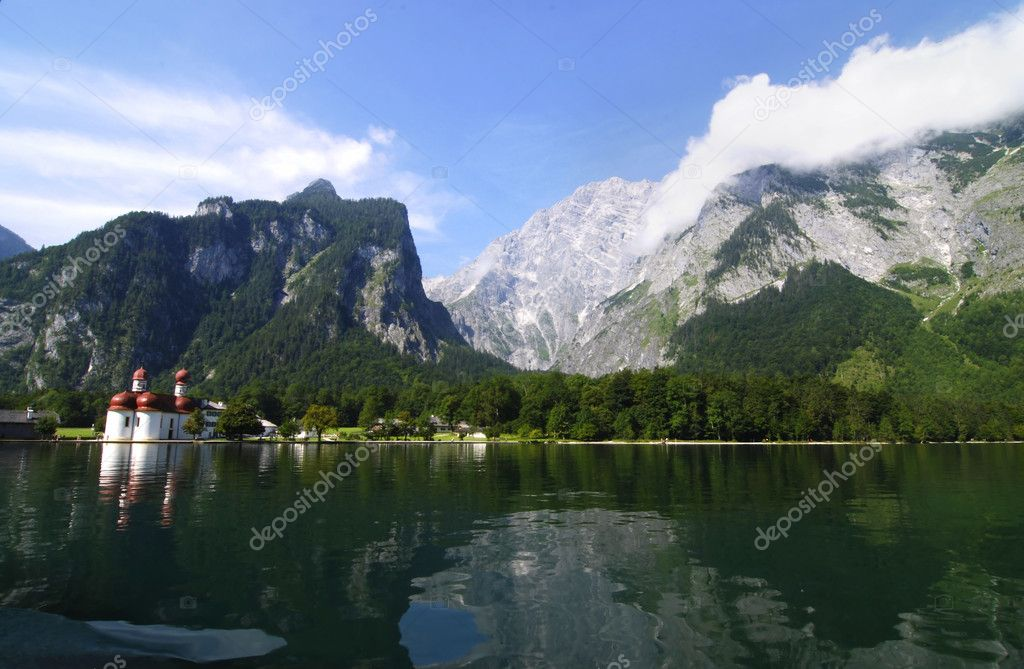 Mountain lake konigsee in Alps and famous St.  Bartholomew's church — Stock Photo #6808878