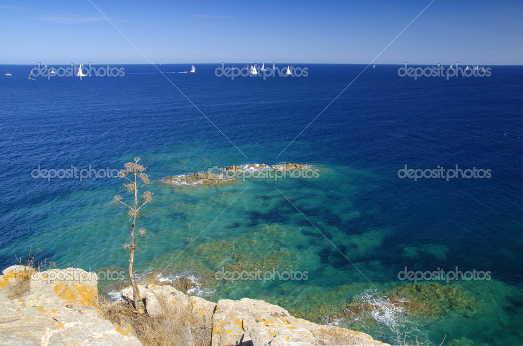 Regata sailing competitin. Yachts racing on the blue sea — Foto de Stock   #6809178