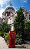 Sint paulus en een telefooncel — Stockfoto