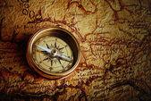Kompass och karta — Stockfoto
