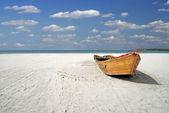 Ship on the beach — Stock Photo