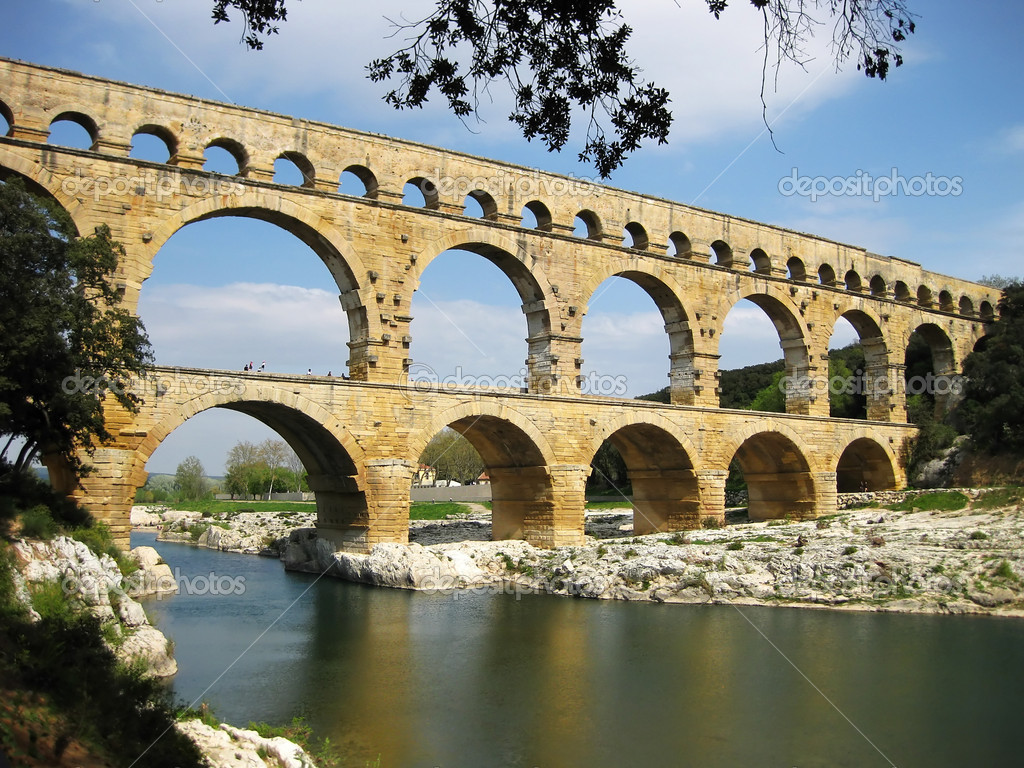 Pont du Gard is an old Roman aqueduct, southern France near Nimes — Stock Photo #6811170