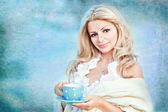 Nice girl, a blonde with blue peas in a cup — Stock Photo