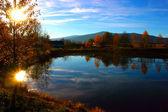 Solnedgång på sjön — Stockfoto