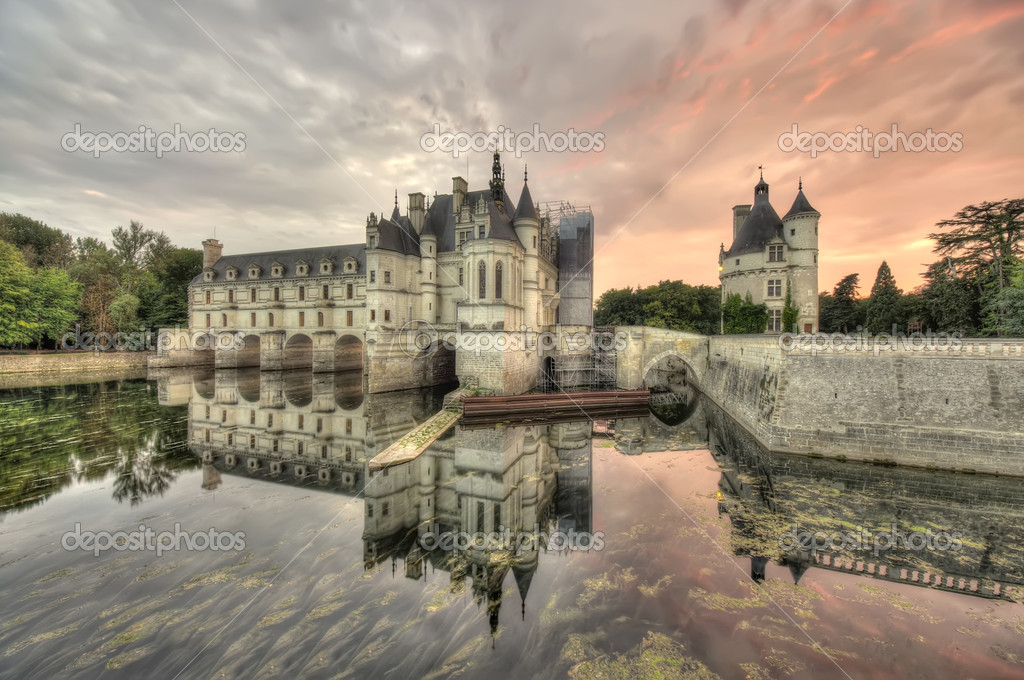 Wide dark scene of Chenonceau Castle, France — Foto Stock #7561377