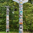 House Posts Totem Poles — Stock Photo
