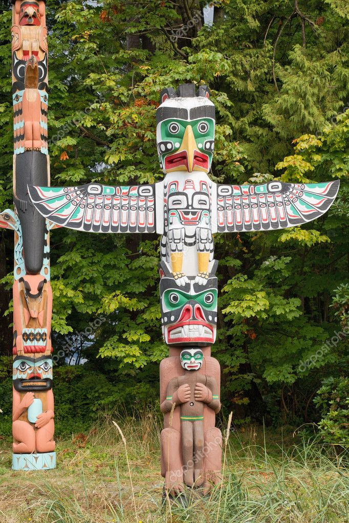 Thunderbird House Post Totem Pole in Vancouver BC Canada  Stockfoto #6934813