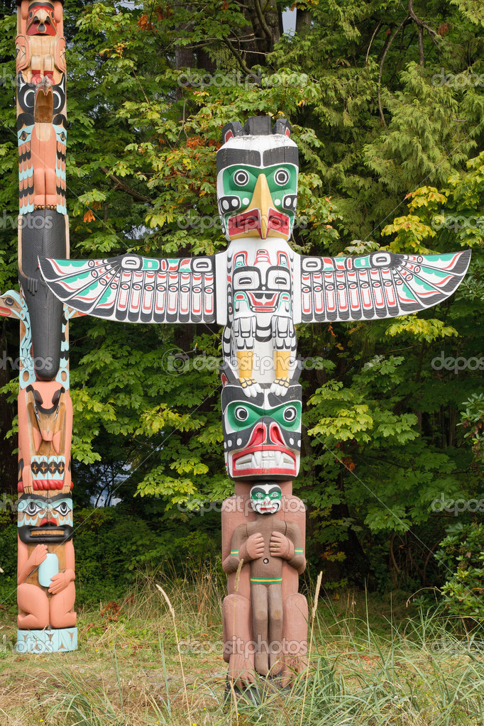 Thunderbird House Post Totem Pole in Vancouver BC Canada  Foto Stock #6934813