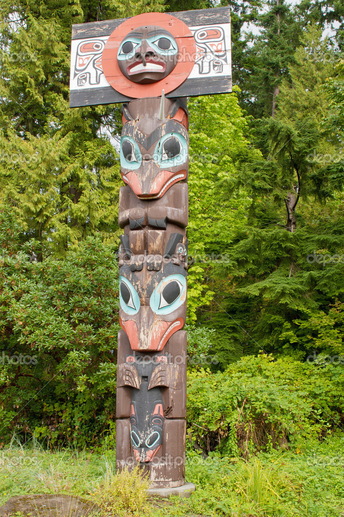Chief Skedans Mortuary Totem Pole in Vancouver BC Canada — Foto Stock #6935203