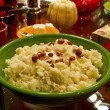 Thanksgiving Day Dinner Mashed Potatoes with Hazelnuts and Butte - Стоковая фотография