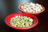 Pistachio Nuts Shelled and Unshelled — Stock Photo