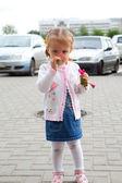 花と子供 — ストック写真