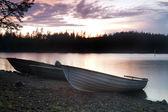 Fishing boats on the lake's shore — Stockfoto