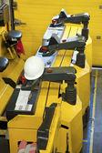 Tractores de arrastre en la fábrica — Foto de Stock