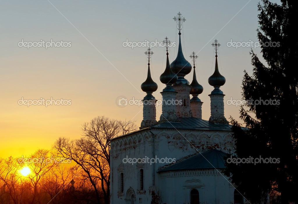 Russian church domes on sunset. Early spring. Suzdal historical town. — Stock Photo #6823229