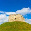 Castle in York Cliffords tower — Stock Photo