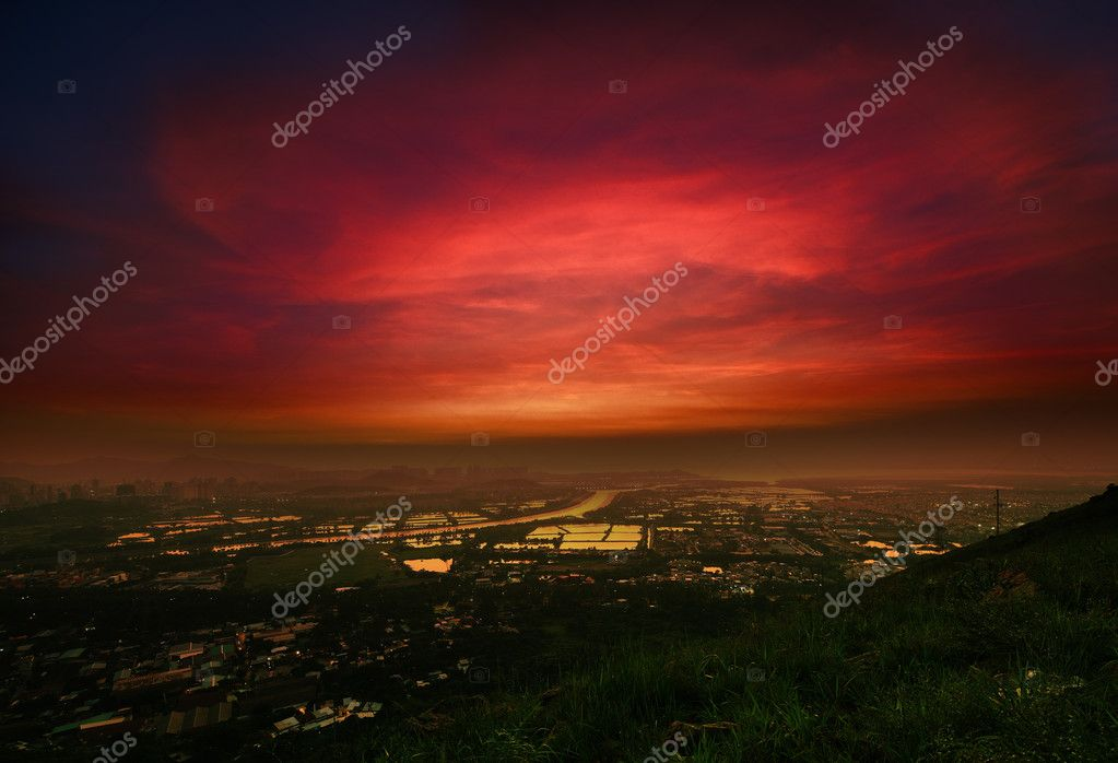 Dramatic sunset in the new city of Hong Kong — Stock Photo #6847996