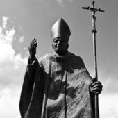 Pope john paul ii statyn i suwalki - polen — Stockfoto