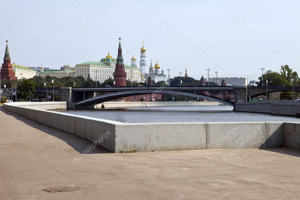 View of the Kremlin from the Moscow River. — Stock Photo #6813320