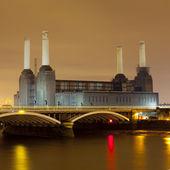 Battersea power station på natten — Stockfoto