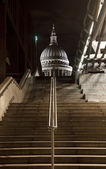 Steps leading up towards St. Pauls Cathedral — Stock Photo