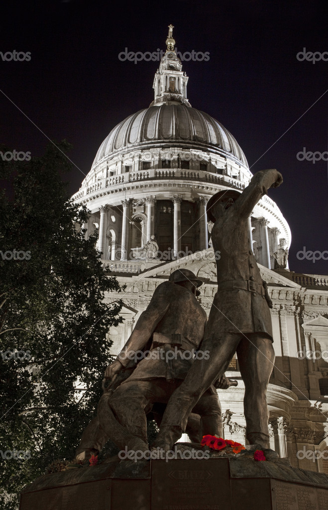 The Blitz Firefighters Memorial and St. Paul's Cathedral in London. — Stock Photo #6828167