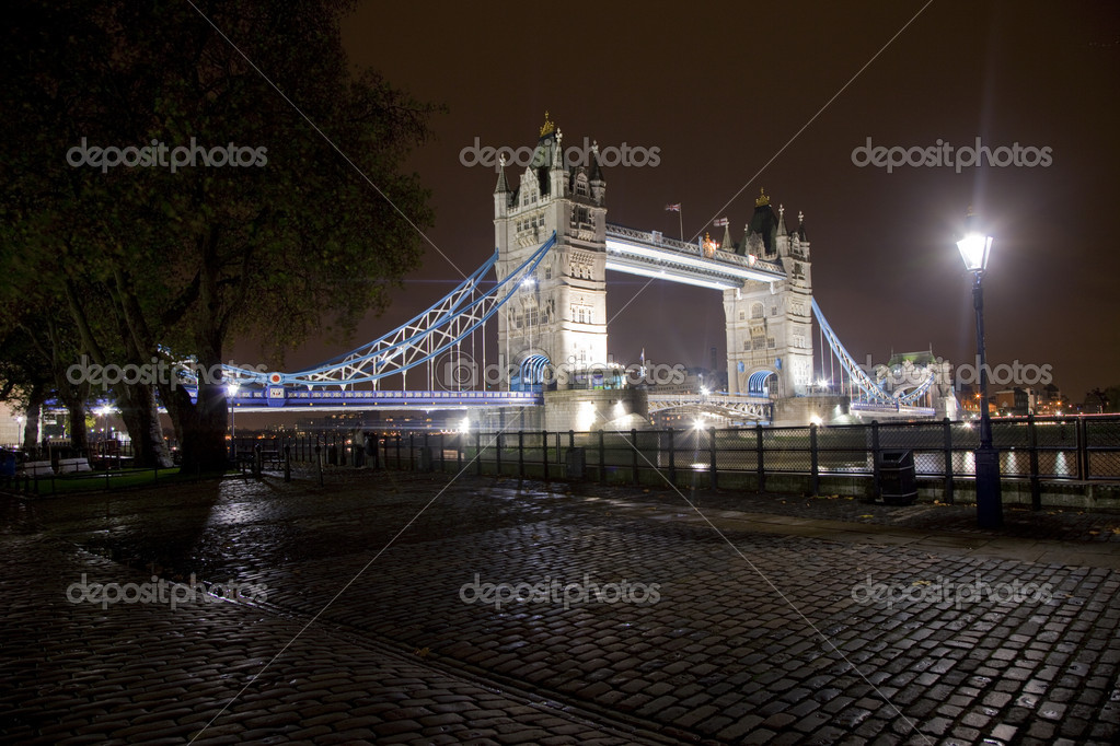 View of Tower Bridge from the Thames Path. — Stock Photo #6828598