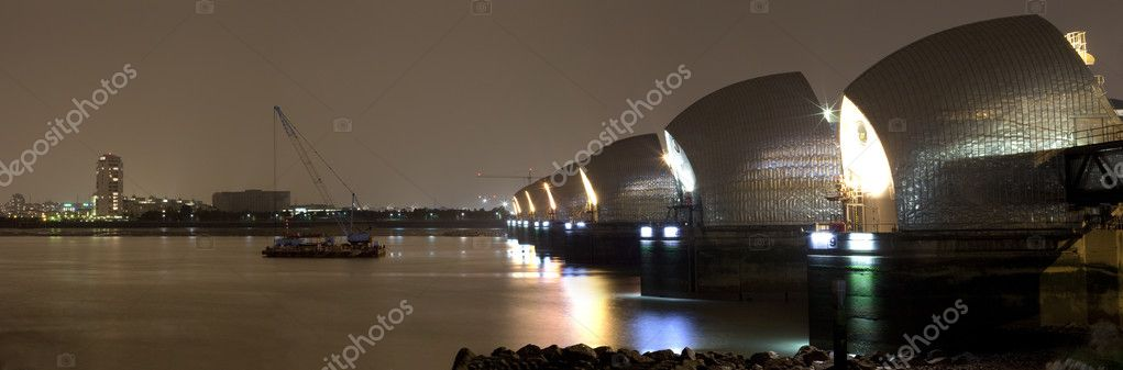 The Thames Barrier at night. — Stock Photo #6836467
