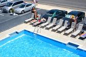 Piscina del hotel y alrededores — Foto de Stock