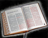 Bible Closeup Glowing — 图库照片