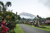 Besakih temple and mount agung in bali indonesia — Stock Photo